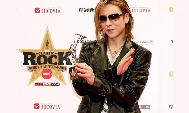 Yoshiki wins Asian Icon Award at Classic Rock Awards!