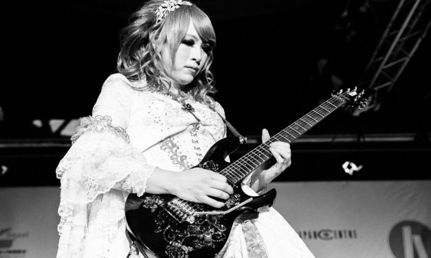 HIZAKI'S riffs soar at HYPER JAPAN Christmas Market!